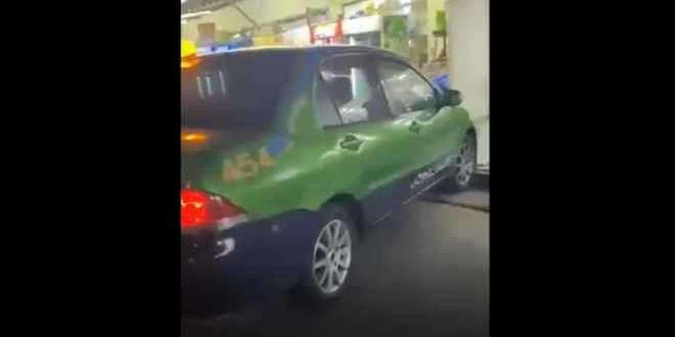 """(شاهد) بعد فضيحة """"البريوس طبربور"""".. سائق تاكسي في العقبة يعرض فيديو غير أخلاقي داخل سيارته"""