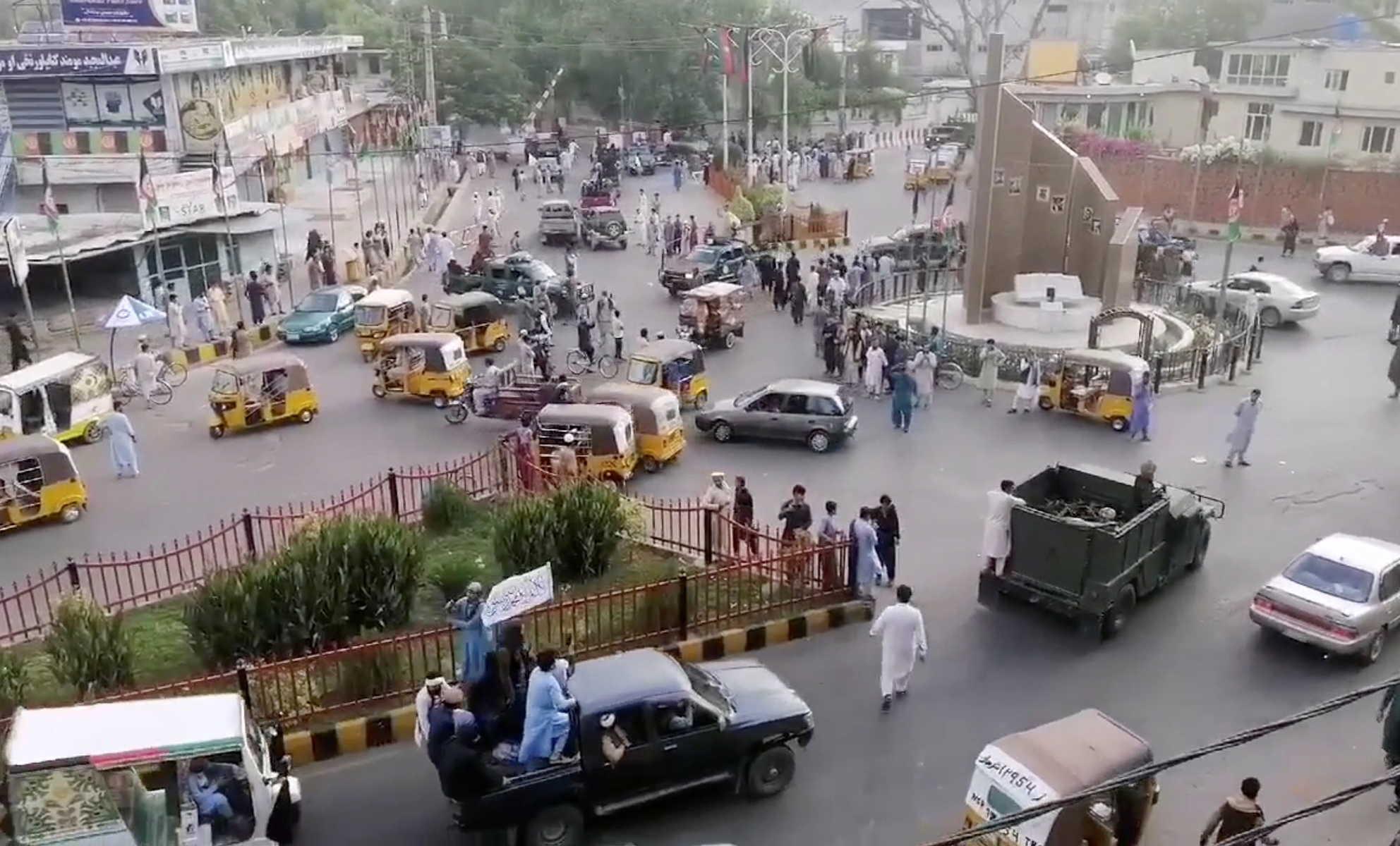 أول فيديو لدخول قيادات طالبان القصر الرئاسي في كابول.. انتصار بعد 20 عاما من الحرب
