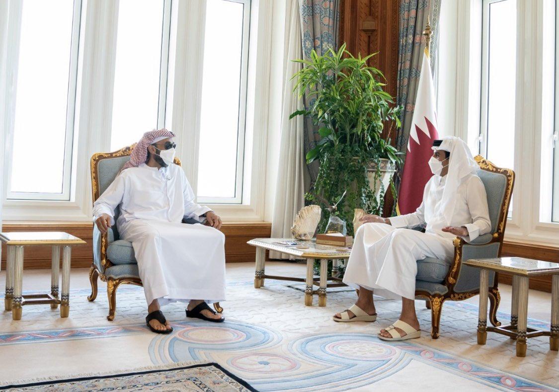 طحنون بن زايد في زيارة أمير قطر