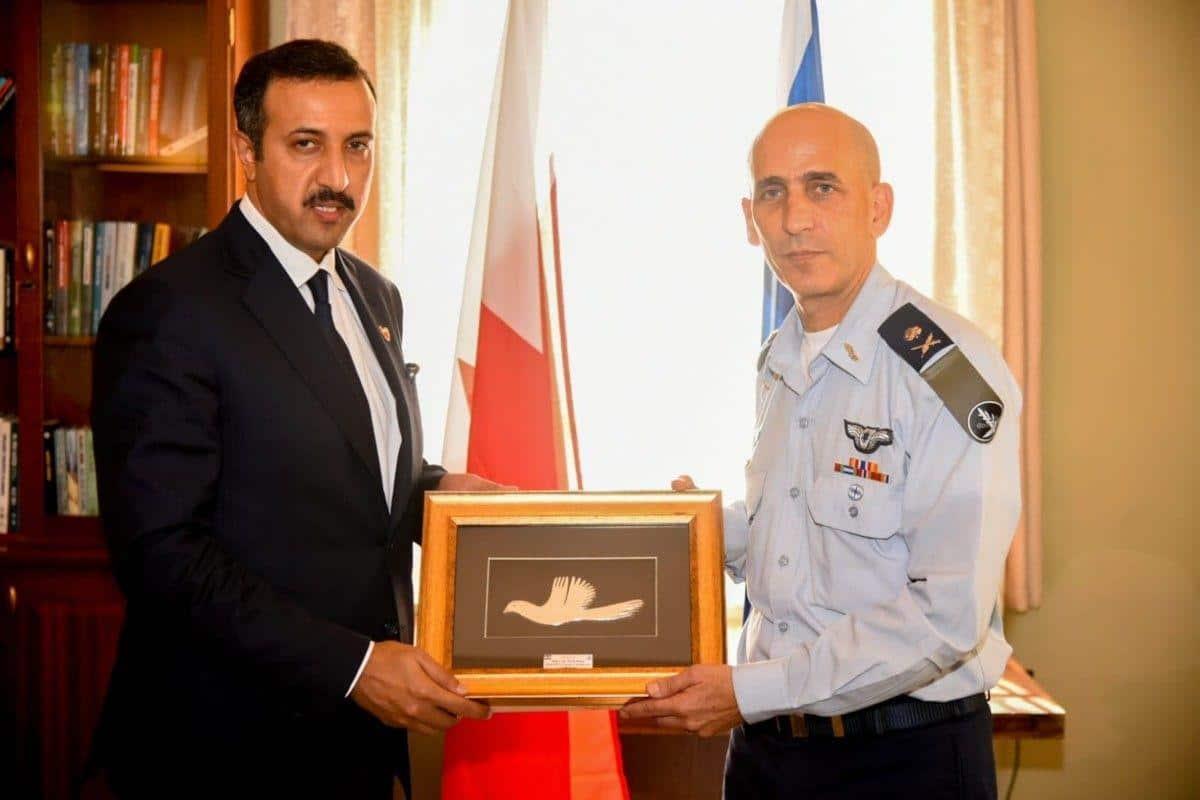 معاريف: رؤساء وملوك عرب زاروا الموساد سراً وهذا ما طلبه نائب وزير خارجية البحرين