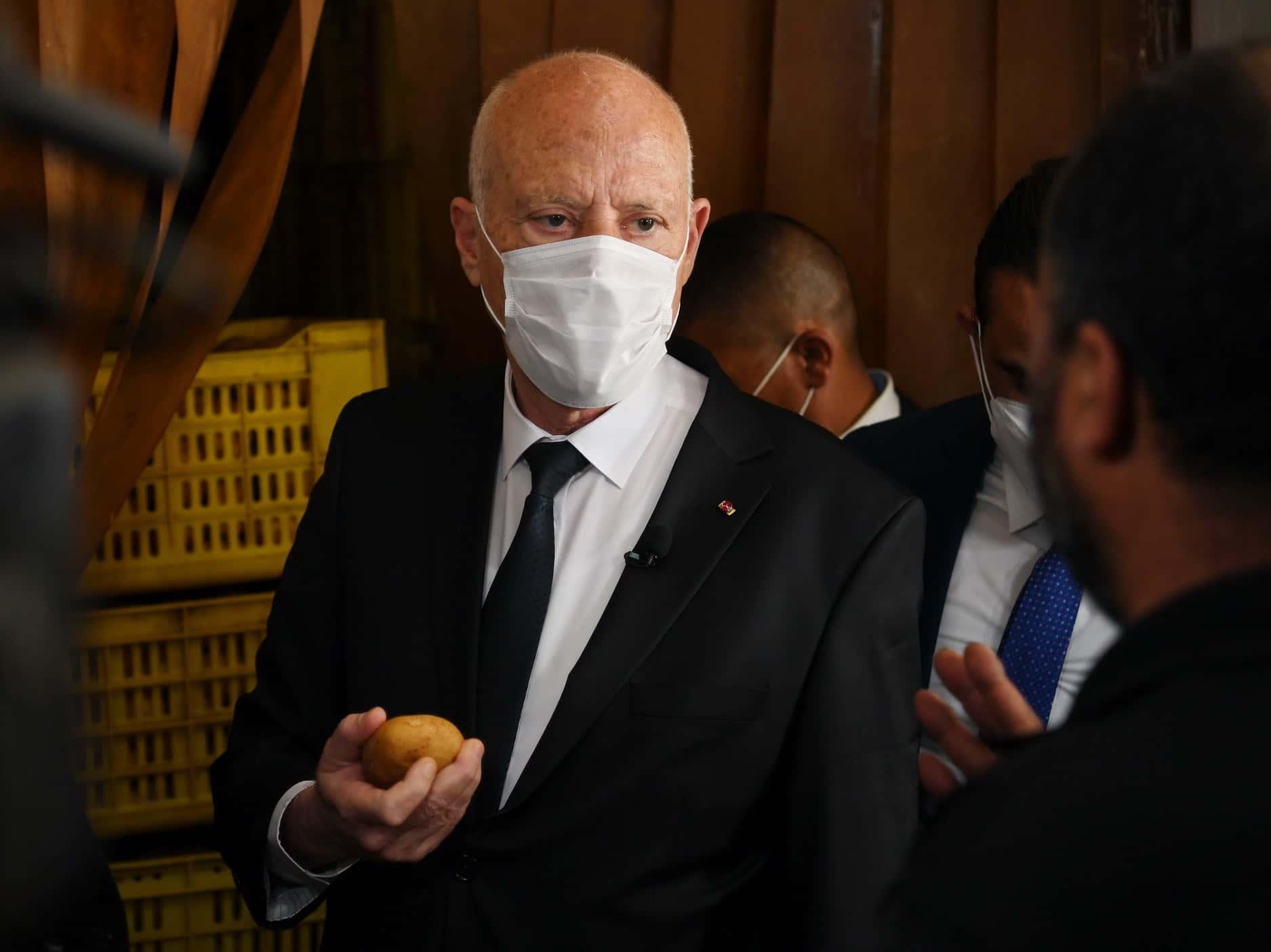 """""""بلومبيرغ"""": قيس سعيد يقود تونس إلى مسار لبنان"""