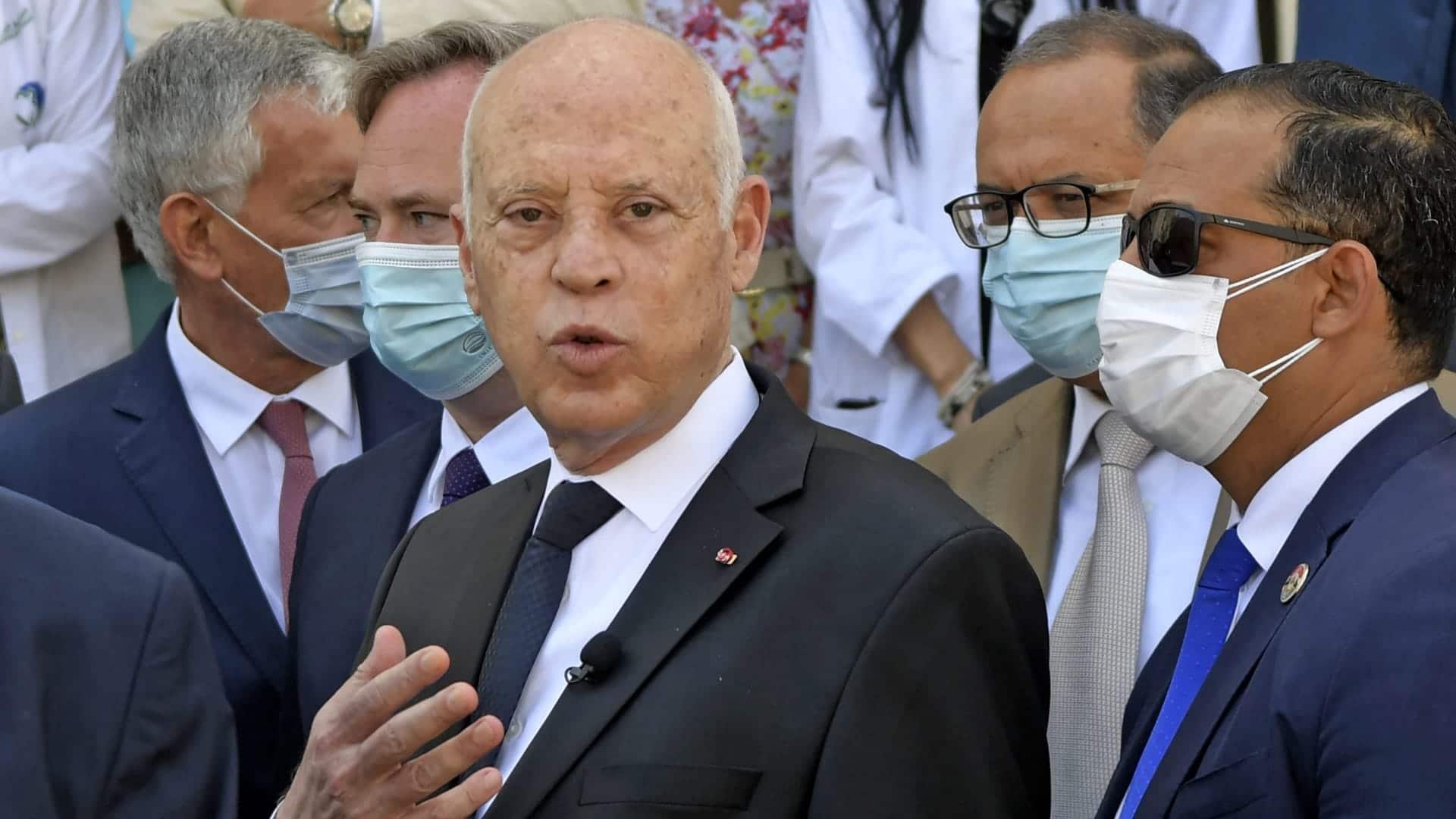 قيس سعيد يُفصل الدولة على مزاجه ويعفي وزيري الاقتصاد والفلاحة من مهامهما
