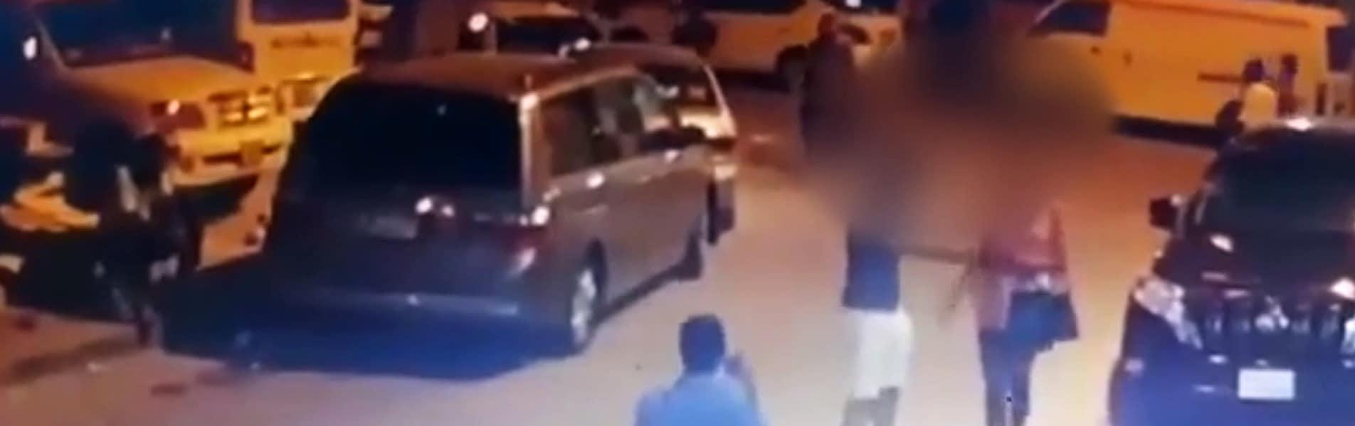 (فيديو) صادم من الكويت لما فعله مواطن مع أوكرانية وصدفة تنقذها من هتك عرضها