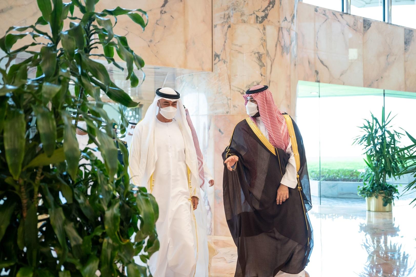 عبدالخالق عبدالله يُقر بتوتر العلاقة بين الرياض وأبوظبي: ما زلنا في الخمس دقائق الأولى