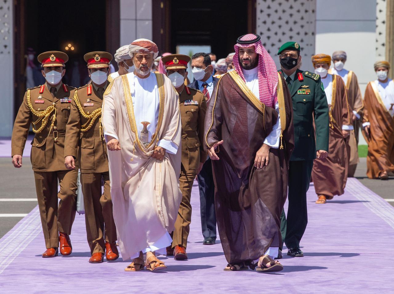 وثائق سرية تكشف تخوف محمد بن زايد من التقرب السعودي العماني: زمن عُمان آتٍ
