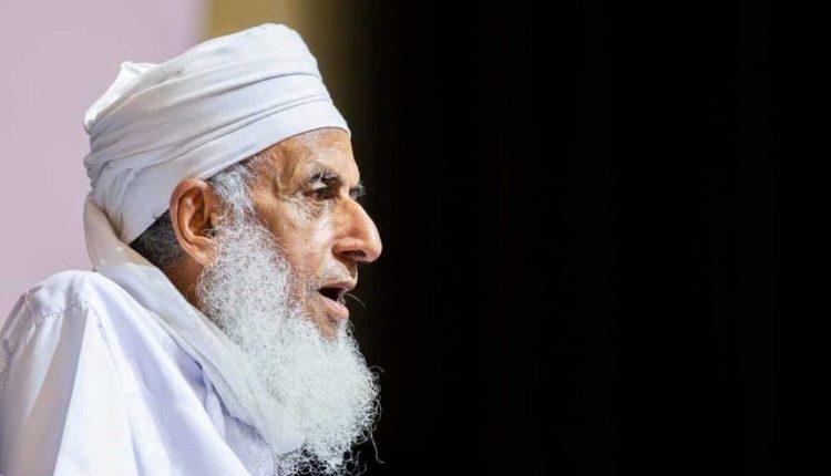 مفتي عمان أحمد الخليلي يستبشر بعودة صلاة الجمعة