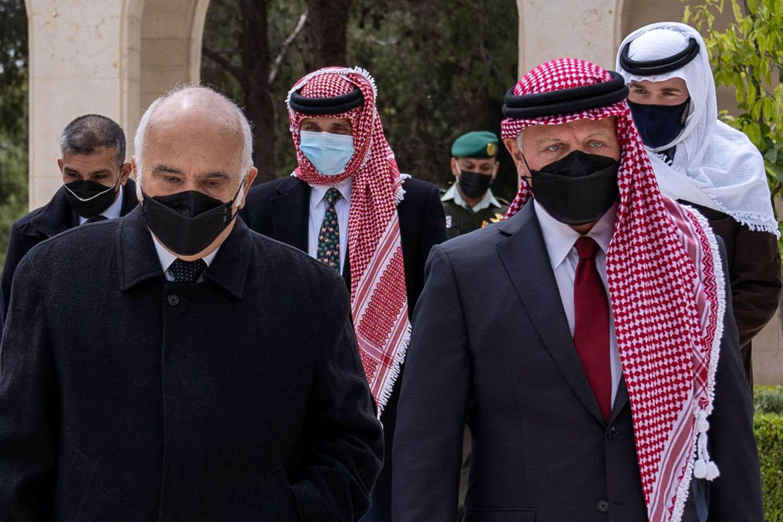 """""""شاهد"""" الصور التي نشرها ملك الأردن عبدالله الثاني لنجله الحسين وعمه الحسن"""