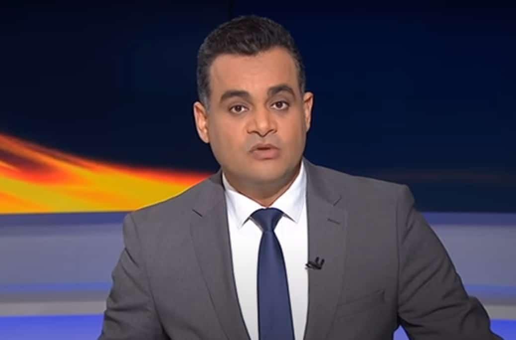 """شاهد ما حدث لمذيع """"الجزيرة"""" أحمد طه داخل السفارة المصرية في الدوحة"""