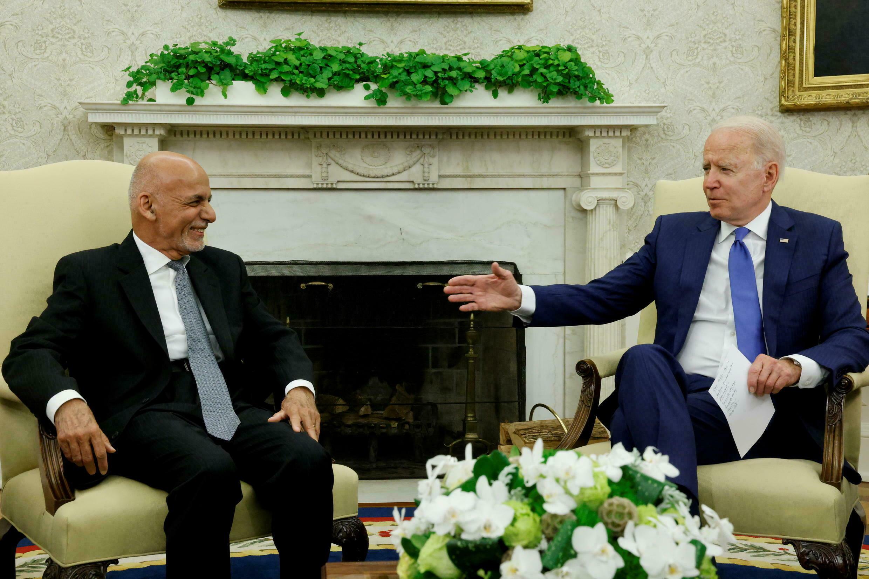 مكالمة مسربة مدتها 15 دقيقة بين بايدن والرئيس الأفغاني الهارب للإمارات أشرف غني