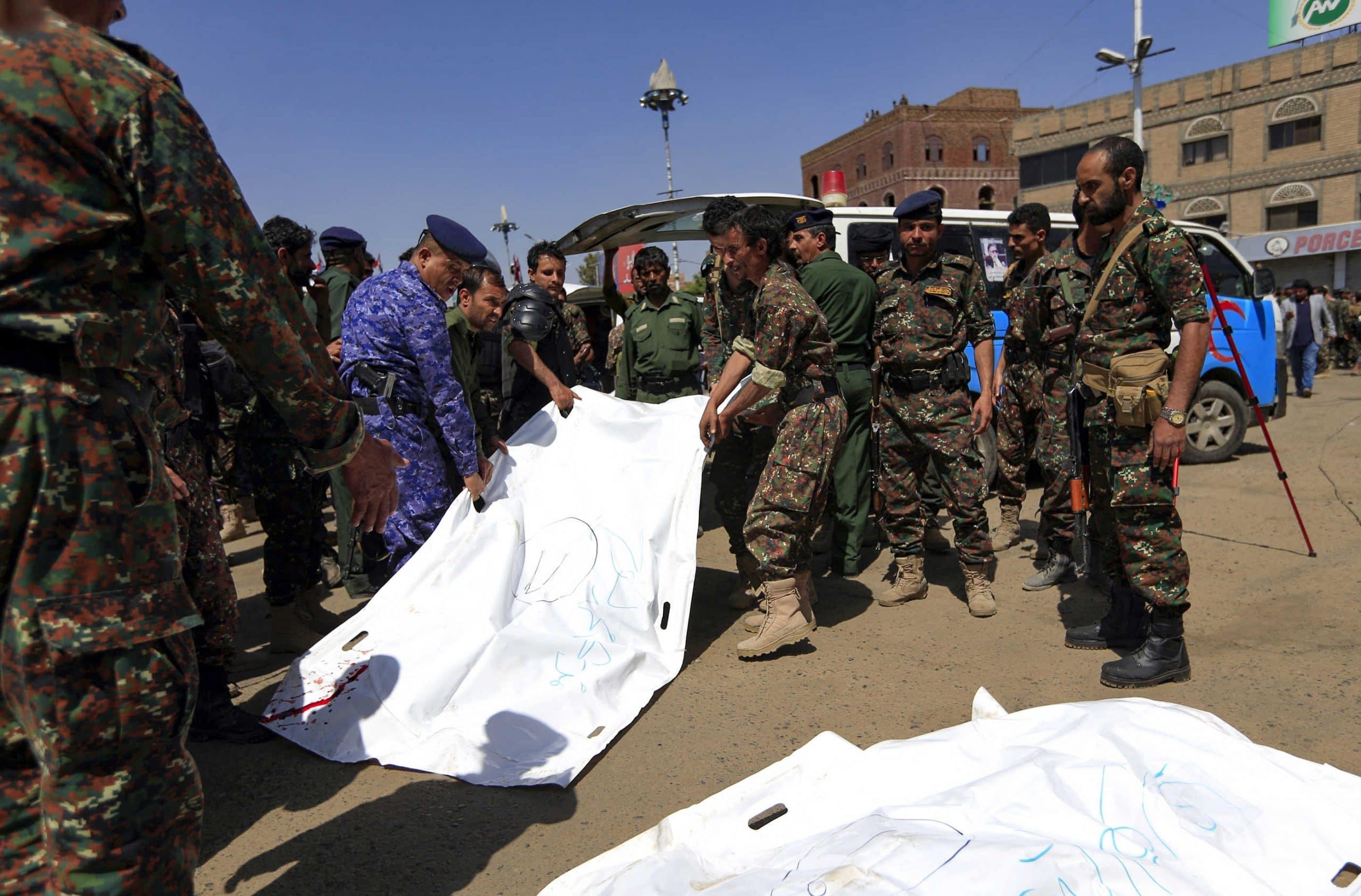 الحوثيون يعدمون 9 مواطنين