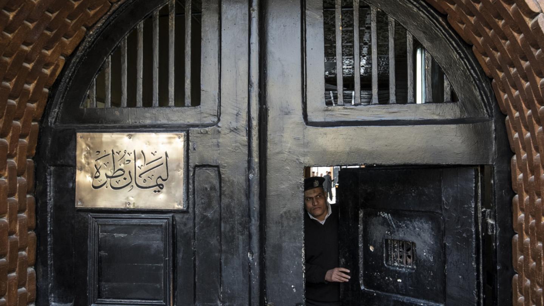 هيومن رايتس ووتش تتهم الداخلية المصرية بتصفية العشرات في عمليات قتل مشبوهة (فيديو)