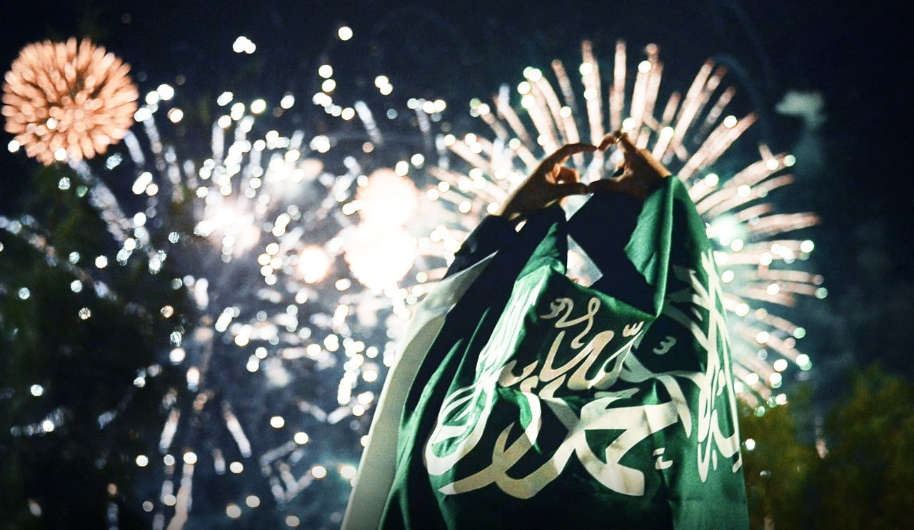 """عارضة الأزياء السعودية باربي نجد تتعرّى للإحتفال بـِ""""اليوم الوطني السعودي"""""""