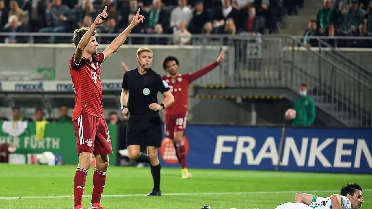 احتفال فريق بايرن ميونيخ بعد فوزه غروتير وتصدره الدوري الألماني