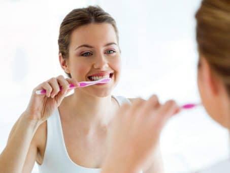 تنظيف الأسنان ضروري