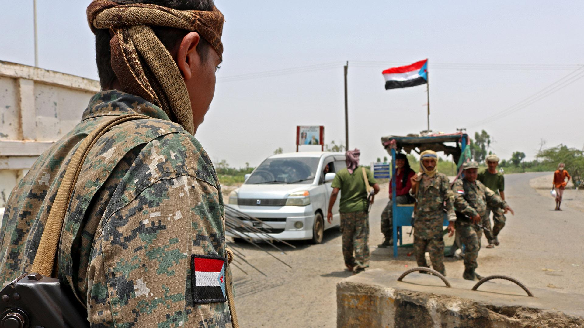 قبائل شبوة اليمنية تعتقل مقاتلين إماراتيين والسعودية تتدخل وتنقذ الموقف