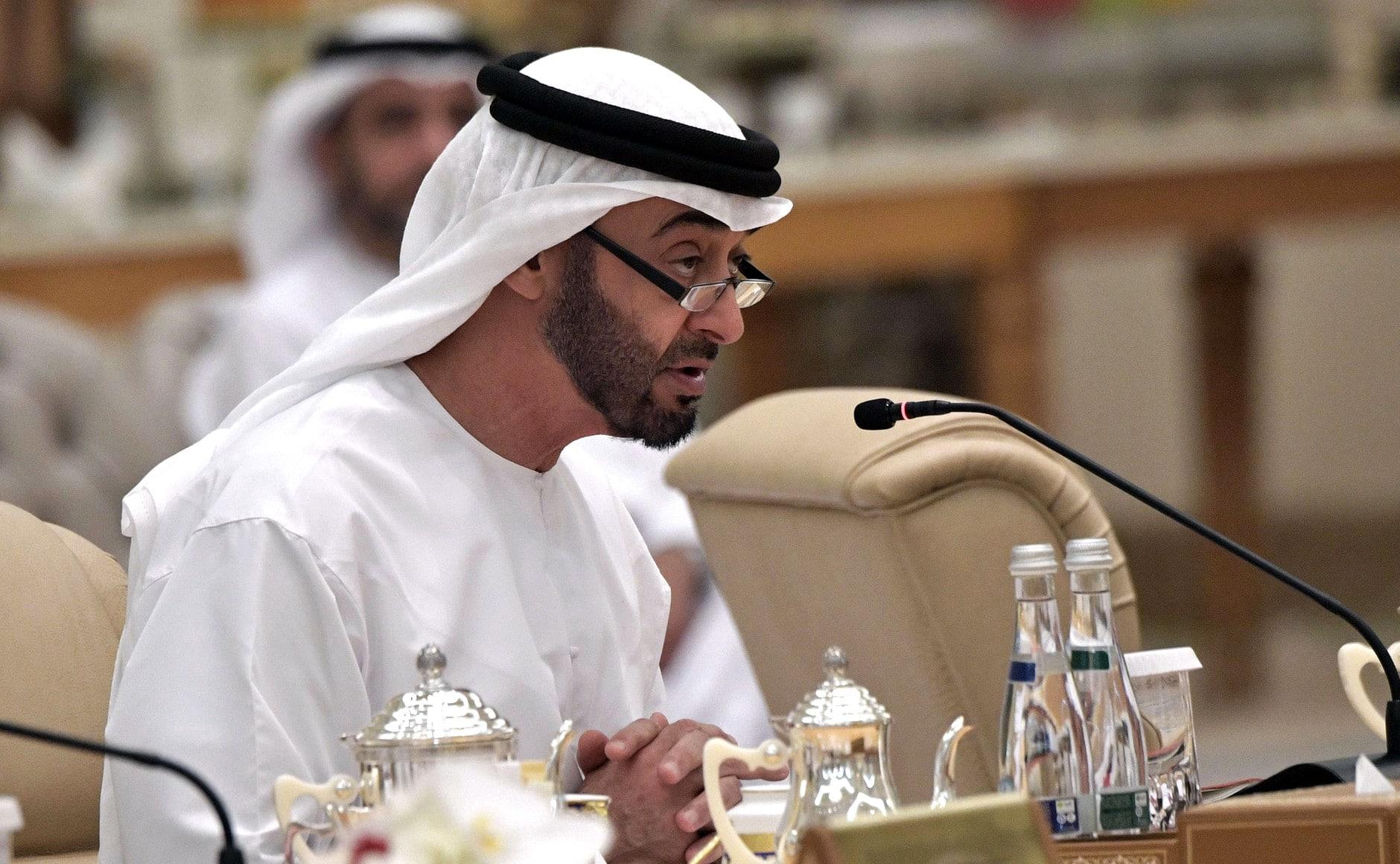 ناشط قطري يسخر من عبدالخالق عبدالله بعد حديثه عن قيادة الإمارات للمنطقة حالياً