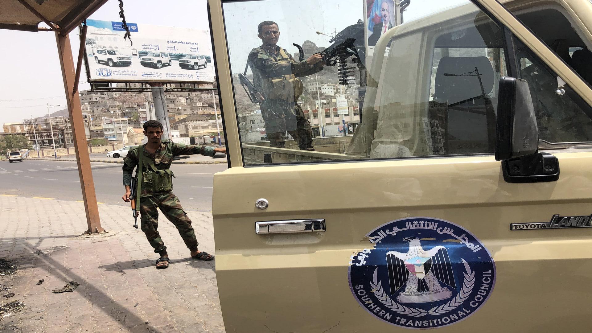 ميليشيا الإمارات تختطف الشيخ رشيد العمودي عضو مجلس النواب اليمني وتقتاده لجهة مجهولة