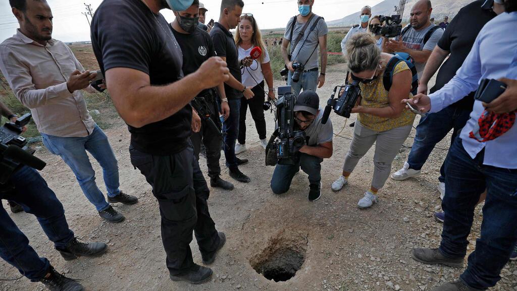 الاحتلال يغلق فتحة نفق سجن جلبوع الذي استخدمه الأسرى الستة في الهروب