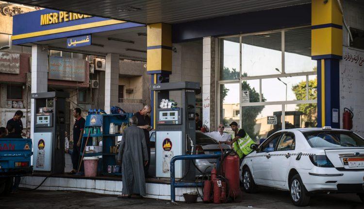 زيادة أسعار البنزين تفجر غضباً بمصر