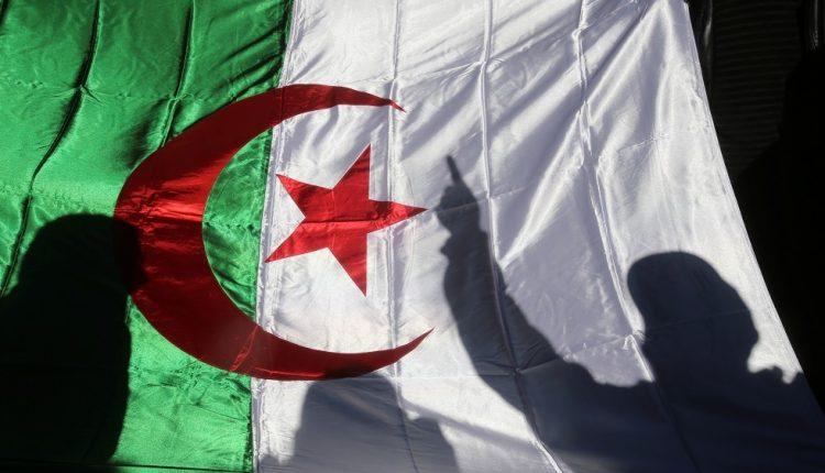 السلطات الجزائرية