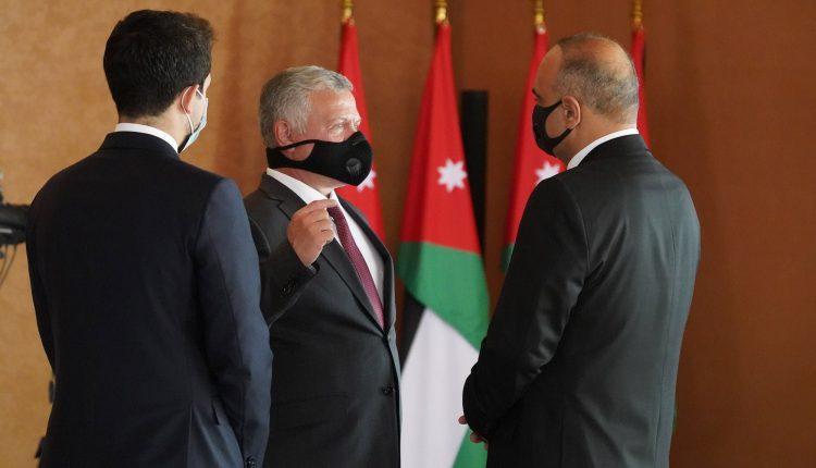 الملك عبدالله ورئيس الوزراء بشر الخصاونة