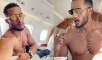محمد رمضان عاري الصدر على متن طائرته