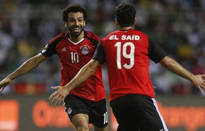 محمد صلاح ودعم زميله عبد الله السعيد بعد أدائه المتواضع مع منتخب مصر