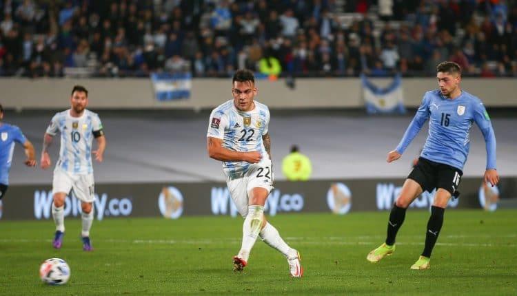 منتخب الأرجنتين والأوروغواي مع تألق الملفت لميسي