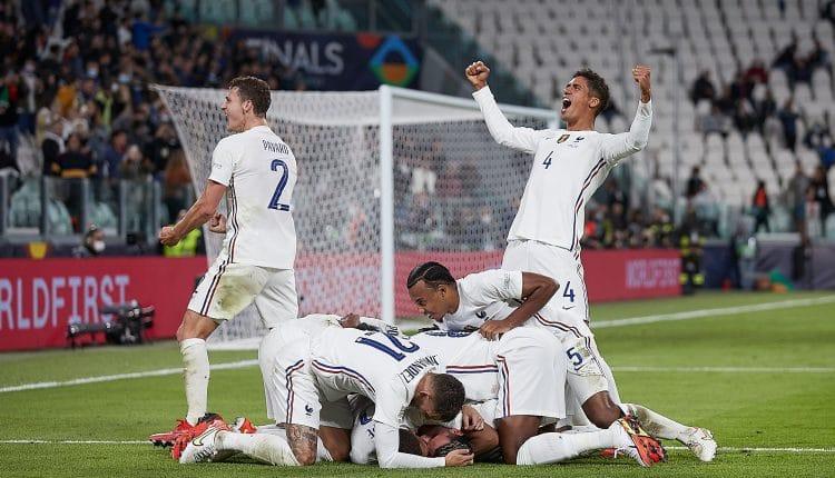 احتفال منتخب فرنسا هدف الفوز والتأهل إلى نهائي دوري أمم أوروبا